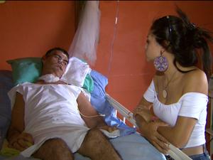 Nora acompanhou José durante transporte feito em carro da Prefeitura de Jaboticabal (Foto: Reprodução / EPTV)