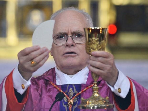 Brasileiro Dom Odilo Scherer reza missa em Roma neste domingo (10) (Foto: Gabriel Bouys/AFP)