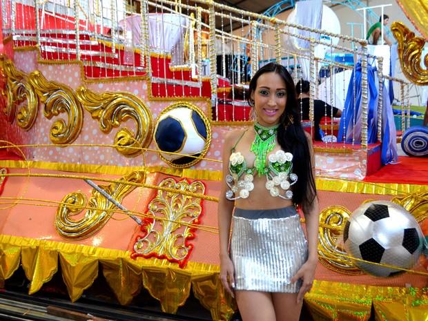 Natasha Dias, de 22 anos, rainha de bateria da Império do Povo (Foto: John Pacheco/G1)