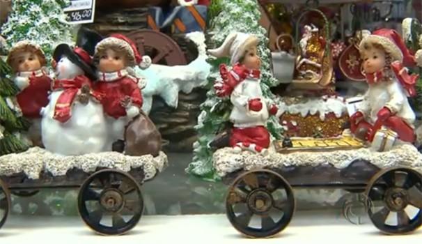 Já é Natal no comércio paranaense  (Foto: Reprodução/RPC TV)