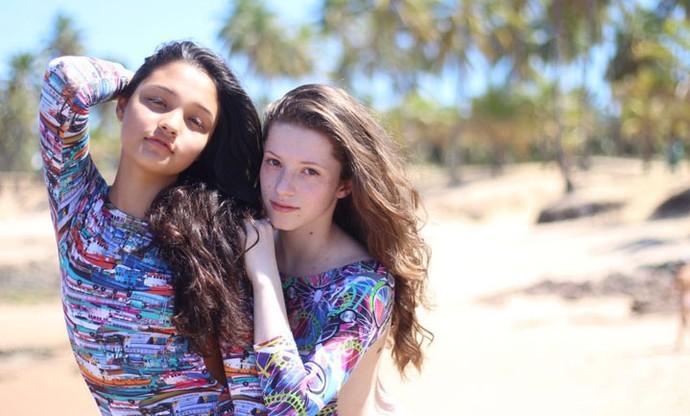 Olha só que lindas a Catarina e a Ana Rosa fazendo pose na praia (Foto: Arquivo pessoal )