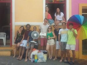 Amigos reuniram 26 pessoas para ficar numa casa na Ladeira da Misericórdia, em Olinda, durante o carnaval  (Foto: Marina Meireles/G1)