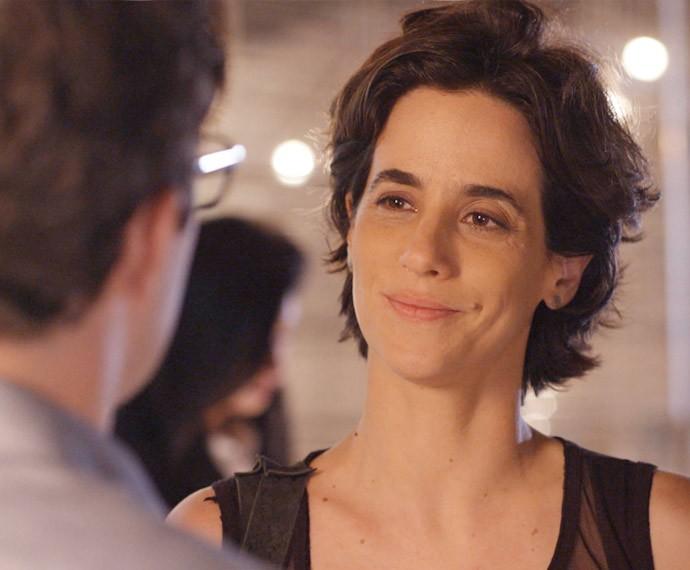 Mas Isabel assente quando Luís pergunta se está tudo bem (Foto: TV Globo)