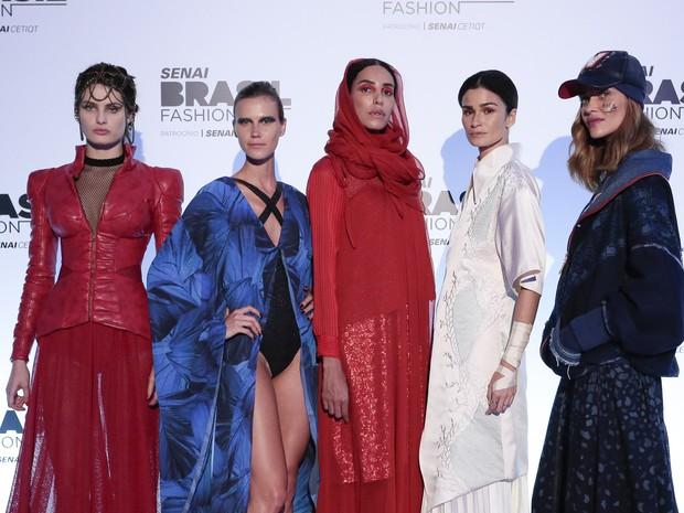 Isabeli Fontana, Renata Kuerten, Lea T, Carol Ribeiro e Ana Beatriz Barros em evento de moda em Brasília (Foto: Rafael Cusato/ Brazil News)