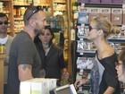 Heidi Klum vai ao supermercado com namorado