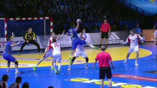 Com Petrus de volta e Maik paredão, Brasil vence Polônia por 28 a 24