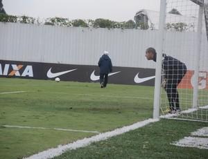 Corinthians treino pênaltis Danilo Fernandes (Foto: Rodrigo Faber)