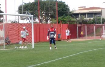 Criticado, Saulo pode perder posição no Vila e dar lugar a Wagner Bueno