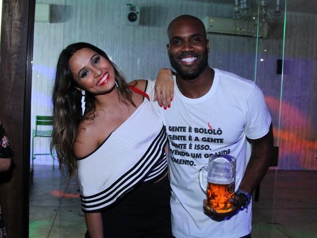 Thaíssa Carvalho e Rafael Zulu em festa na Zona Oeste do Rio (Foto: Anderson Borde/ Ag. News)