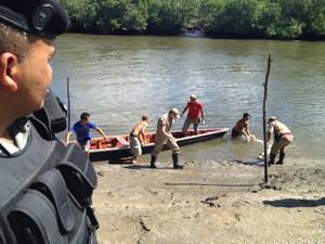 Corpo foi encontrado dentro de um rio, em Bayeux (Foto: Walter Paparazzo/G1)
