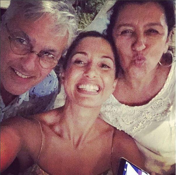 Camila Pintanga faz selfie com Caetano Veloso e Regina Casé na Bahia (Foto: Reprodução do Instagram)