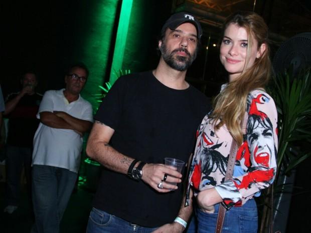 Alinne Moraes e o marido, Mauro Lima, em show na Zona Portuária do Rio (Foto: Anderson Borde/ Ag. News)