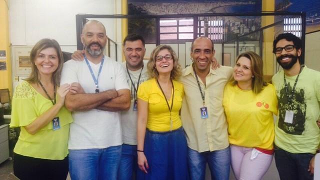 Galera da redação da TV tribuna combinando nos 50 tons de amarelo (Foto: Arquivo Pessoal)