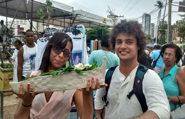 Conscientização ambiental marca escolha das oferendas na Festa de Iemanjá (Rafael Teles / G1)
