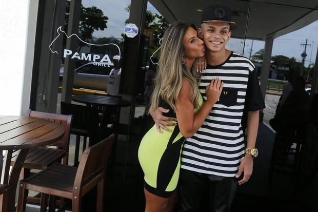 Nicole Bahls e MC Maneirinho (Foto: Marcello Sá barretto/AgNews)