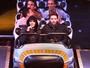 Miley Cyrus e Patrick Schwarzenegger vão a parque nos EUA