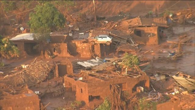 Mariana, em Minas Gerais, depois do rompimento das barragens (Foto: Reprodução/Globo)