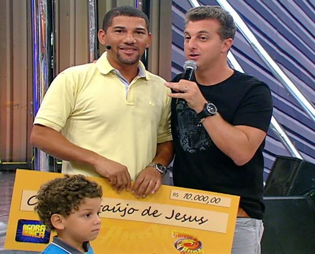 Cosme participa do Agora ou Nunca e leva R$15 mil para casa (Foto: Caldeirão do Huck/TV Globo)