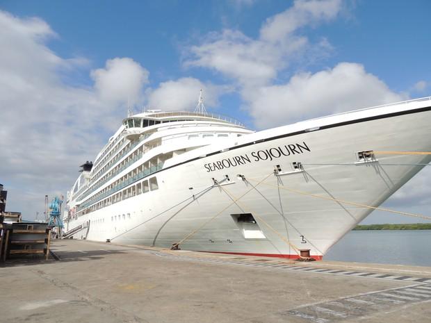 Navio atracou no porto de Natal nesta segunda 18 (Foto: Anna Carolina Cavalcanti)