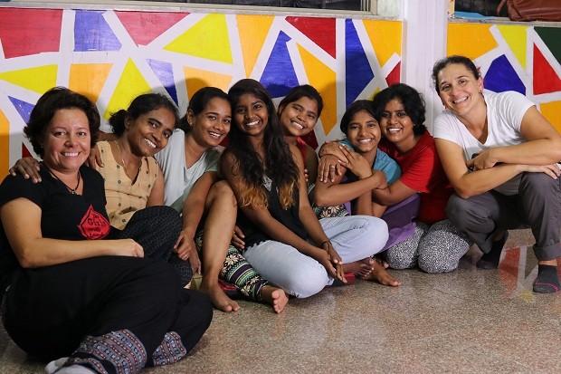 A Kranti é uma organização que atende filhas das mulheres que trabalham na zona de prostituição de Mumbai (Foto: THE GIRLS ON THE ROAD)
