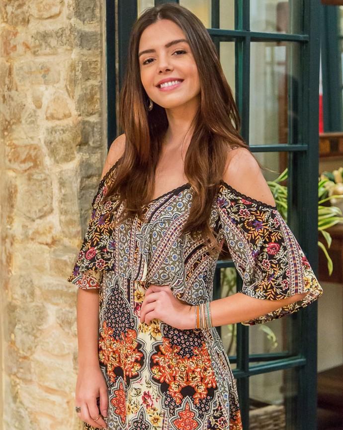 Giovanna lembra que usar vestido é coisa rara para Milena (Foto: Artur Meninea/Gshow)