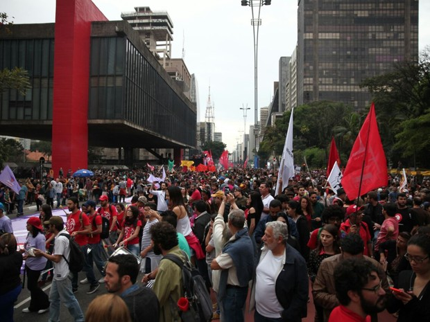 Manifestantes contrários ao governo Temer se reúnem na Paulista neste domingo (Foto: Fábio Tito/G1)