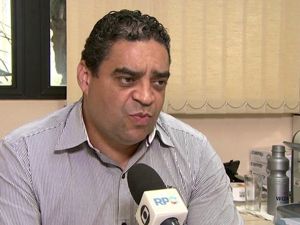 Delegado federal Sandro Viana foi preso em operação da PF por extorquir empresário para não indiciá-lo, segundo as investigações (Foto: Reprodução/RPC)