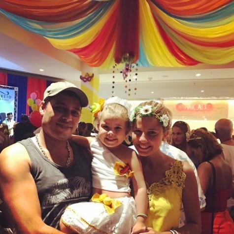 Debby Lagranha com a família (Foto: Reprodução / Instagram)