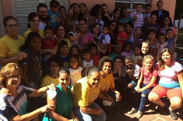 Ação do Grupo RBS doa mais de uma tonelada de alimentos (Foto: Lisiane Lisboa/Grupo RBS)