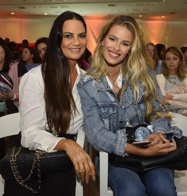 Luiza Brunet e a filha, Yasmin Brunet (Foto: Fábio Cordeiro/editora Globo)