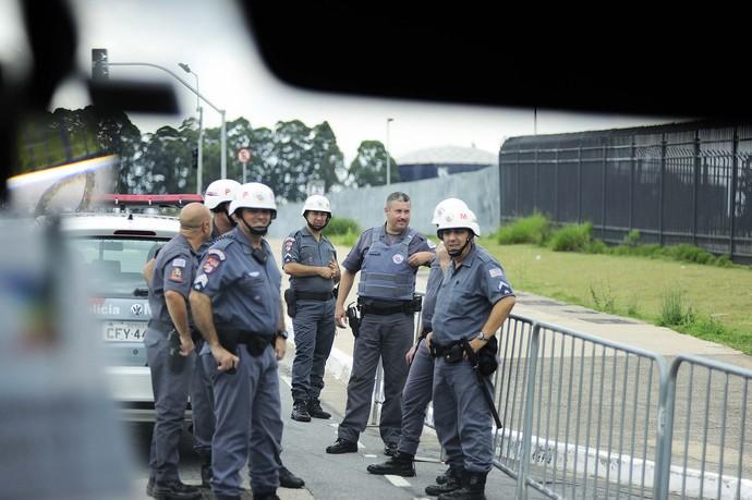 Corinthians x São Paulo polícia (Foto: Marcos Ribolli)