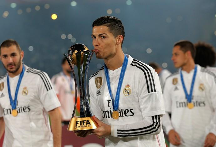 Cristiano Ronaldo, taça Real Madrid mundial de clubes (Foto: AP)