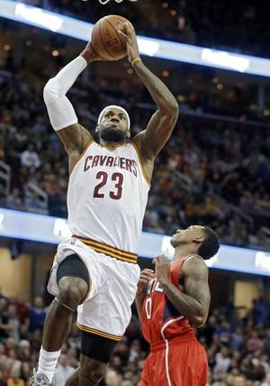 LeBron James Cavaliers Hawks NBA (Foto: AP/Mark Duncan)