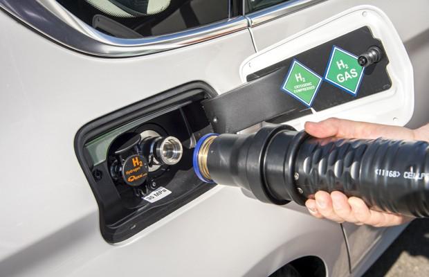 Segundo a BMW, abastecimento levará mesmo tempo que um tanque a gasolina (Foto: Divulgação)
