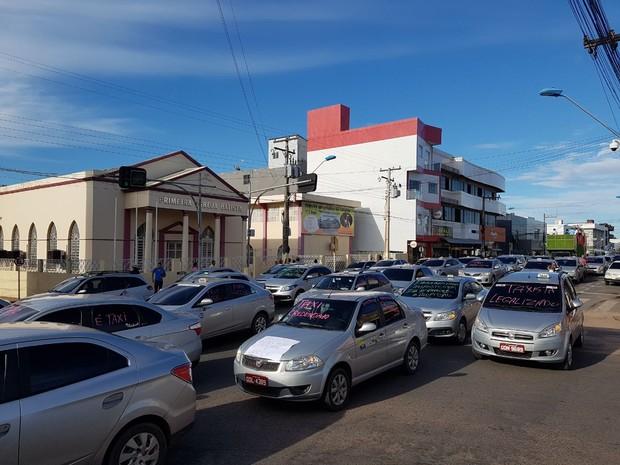 Protesto de taxistas se concentra na Av. Rui Barbosa, no Centro de Santarém (Foto: Edimundo Baía/Divulgação)