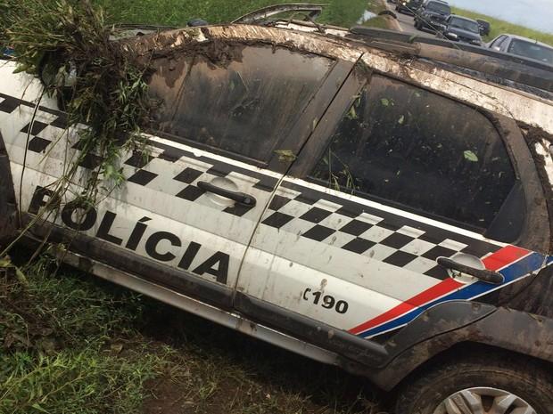 """Veículo se deslocava  para o interior e ao tentar uma ultrapassagem, foi """"fechado"""" por uma van (Foto: Divulgação/PRF-MA)"""