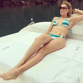 Antônia Fontenelle posa de biquíni em lancha (Foto: Instagram/ Reprodução)