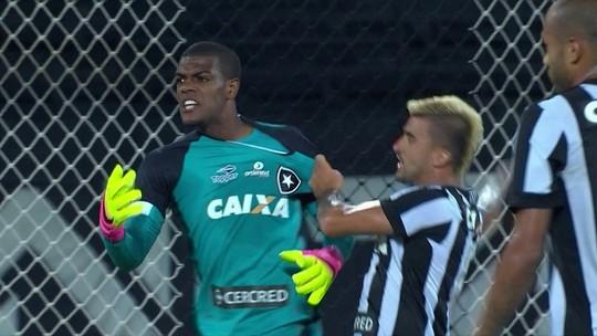 """Estreante Saulo nega falha em gol do Fluminense: """"Foi muito rápido"""""""