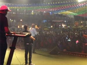 Assisão animou a noite com xote, xaxado e baião (Foto: Taiguara Rangel/G1)