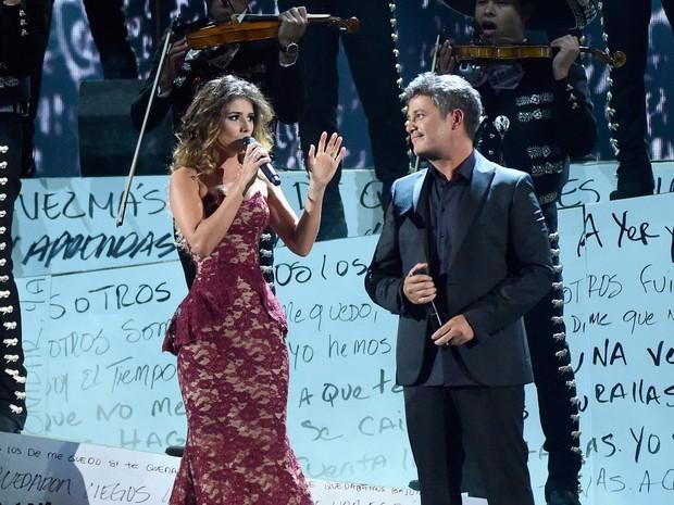 Paula Fernandes e Alejandro Sanz em prêmio de música em Las Vegas, nos Estados Unidos (Foto: Frazer Harrison/ Getty Images/ AFP)