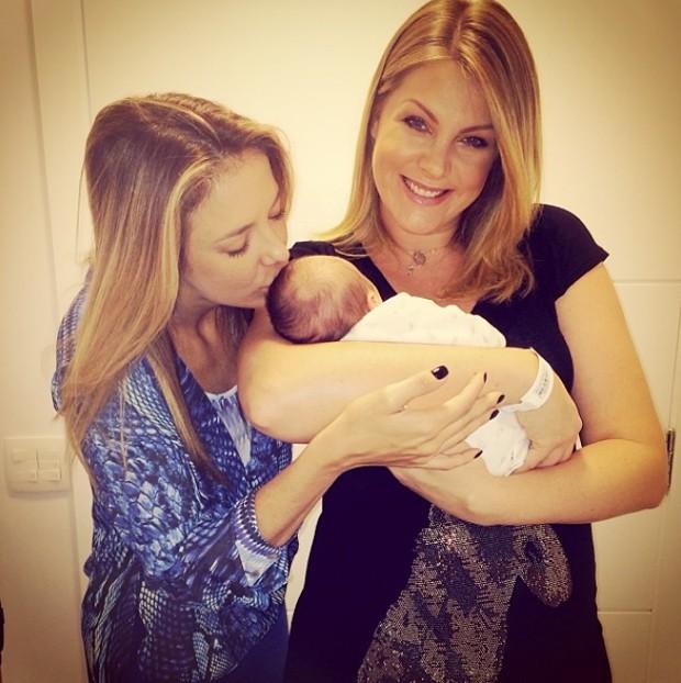 bc1daed89d49a Ticiane Pinheiro visita Ana Hickmann e posta foto do pequeno ...