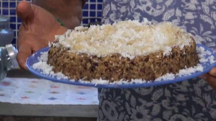Torta de castanha e tâmara é fácil de preparar e leva poucos ingredientes (Foto: TV Bahia)