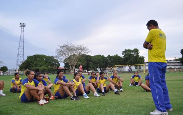 Tiradentes-PI começa preparação para Copa do Brasil de Futebol Feminino 2013 (Foto: Renan Morais/GLOBOESPORTE.COM)