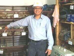 Estudante de engenharia, Cleomar Rosário Vieira começou como almoxarife em Goiânia, Goiás (Foto: Paula Resende/ G1)