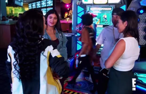 Blac Chyna, Kylie Jenner e Tyga (Foto: Reprodução/E!)