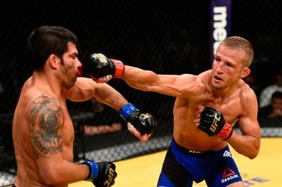 TJ Dillashaw x Raphael Assunção UFC 200 (Foto: Getty Images)