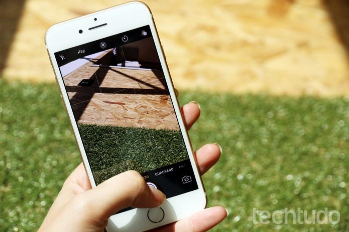 Câmera traseira do iPhone 7 tem 12 megapixels (Foto: Anna Kellen Bull/TechTudo)