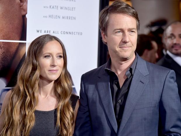 Edward Norton e a mulher, Shauna Robertson, em première de filme em Nova York, nos Estados Unidos (Foto: Theo Wargo/ Getty Images/ AFP)