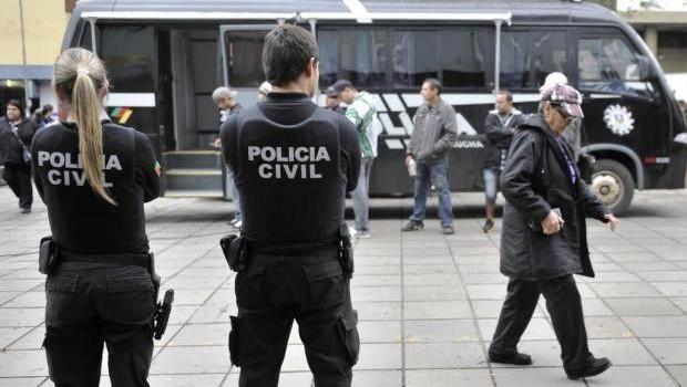Policiais civis fazem patrulhamento em São Paulo (Foto: Reprodução/Facebook)
