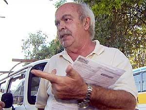Ademir Trombetta com a multa levada em São Paulo, onde não vai há dez anos (Foto: Reprodução EPTV)